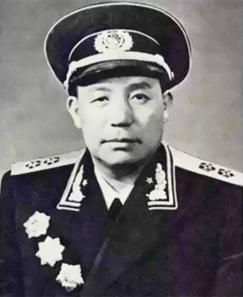 最牛的军长_哪位开国将军被邓小平称为 军中惹不起的人