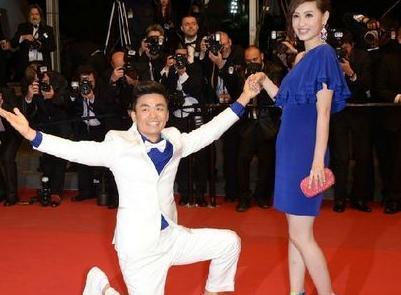 各自安好!王宝强凭《新喜剧之王》搏击春节档,马蓉现身喜笑颜开
