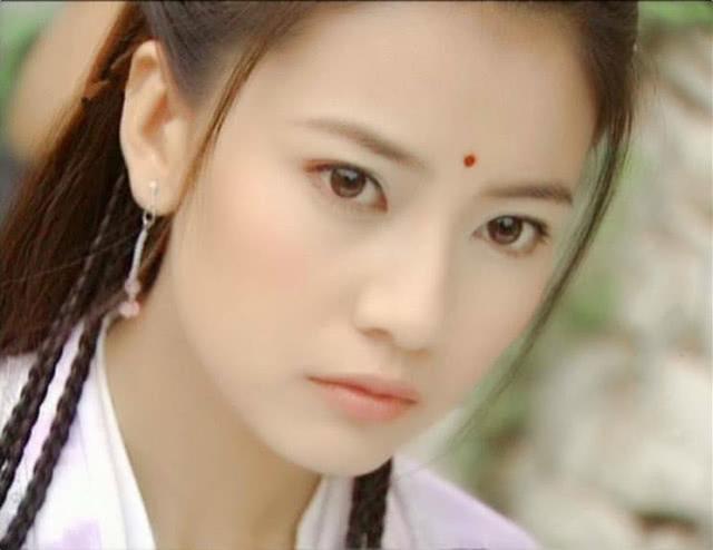 高圆圆年轻_张柏芝都比不上她的初恋脸,年轻照的土味打扮仍旧美,不愧是 ...