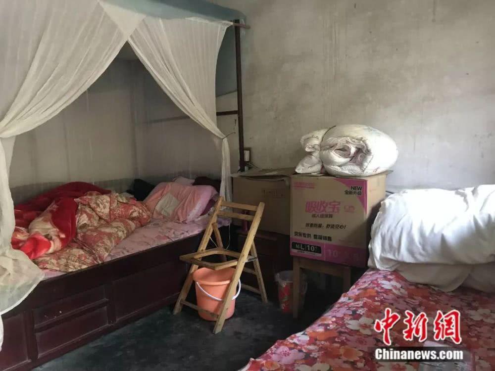 朱郑氏总是要将房子收拾得干清清洁。何佳欣摄