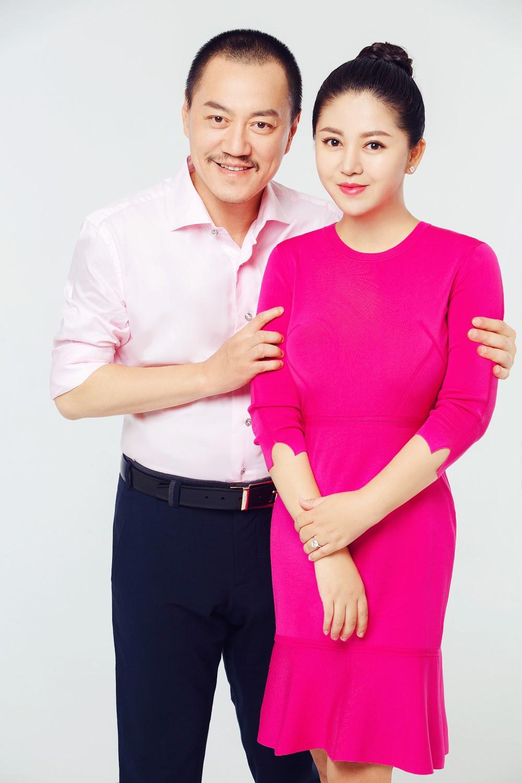 雪村紅衣寫真喜慶迎新春 與嬌妻俞思妍送祝福_中雪