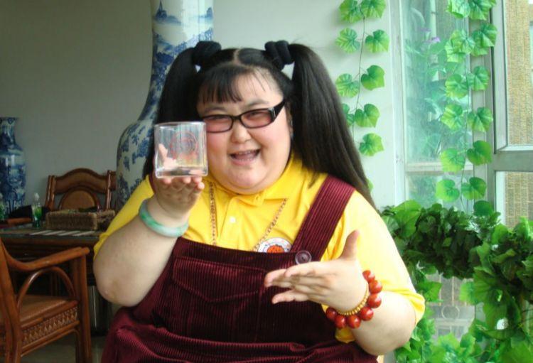 她是娱乐圈中最胖女演员,三个月瘦140斤,被小鲜肉老公宠成公