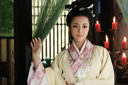 原创 美少女克死两任未婚夫却成为皇后,身历两朝六帝,侄儿是开国皇帝