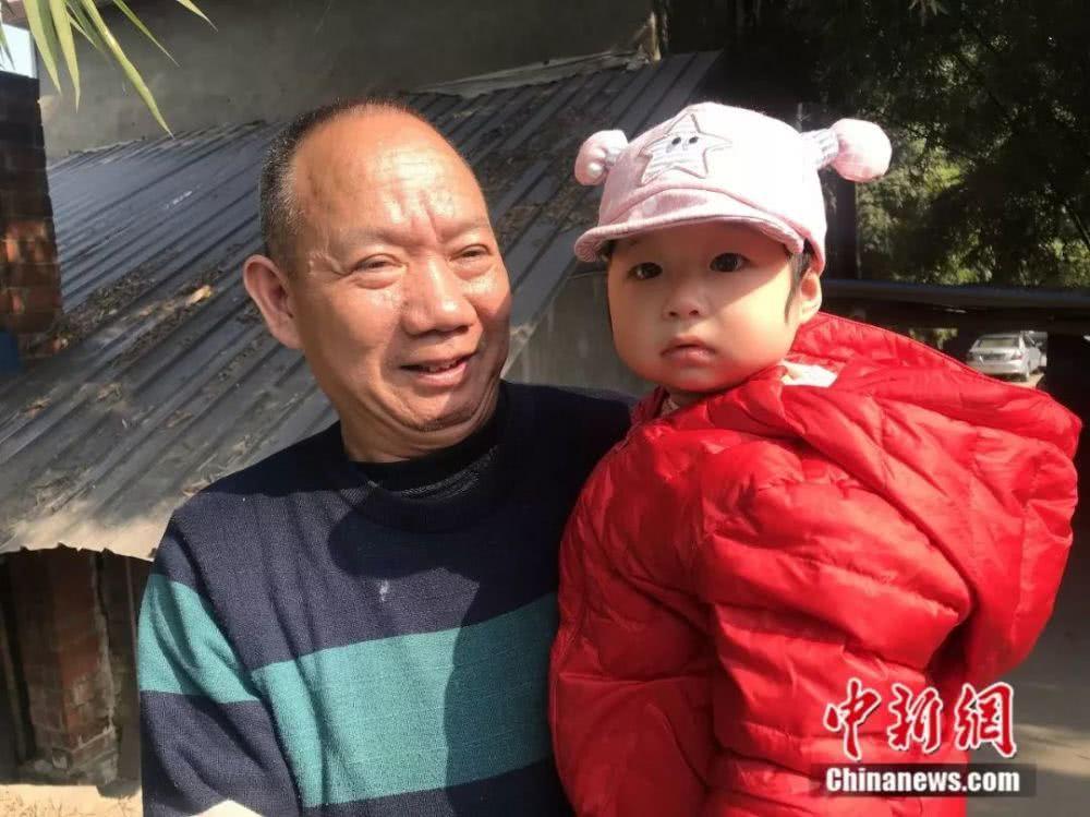 朱郑氏的第六代嫡系子孙。何佳欣摄