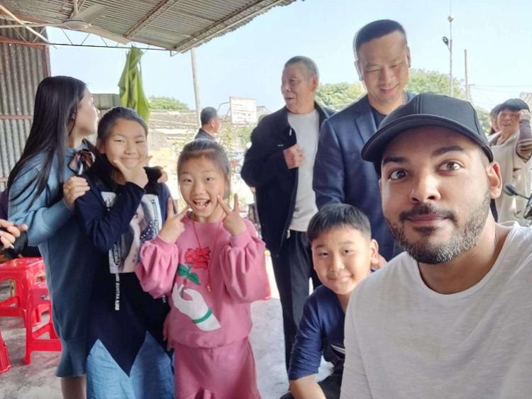 三个在深圳生活的老外谈春节:被春运震惊了!害