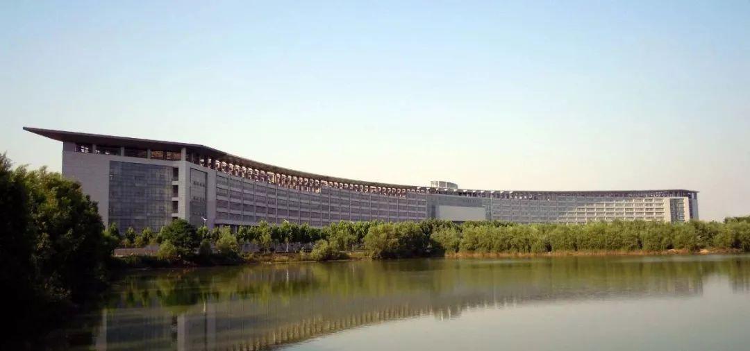 假期 · 帮 | 15所高校的标志性建筑,窝在家里也能大开眼界!