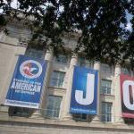 全球经济阴霾中的一抹亮点:美国就业市场亮瞎眼
