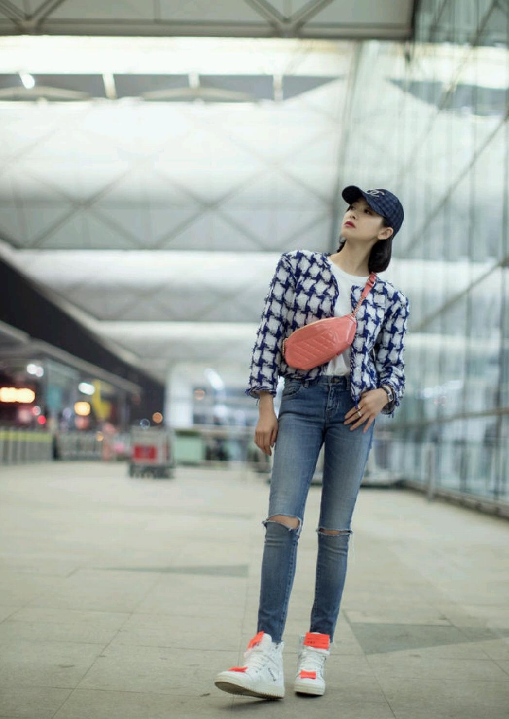 16岁女生牛仔外套_32岁宋茜又换新造型,穿红色上衣配牛仔裤,就轻松嫩成少女!_休闲