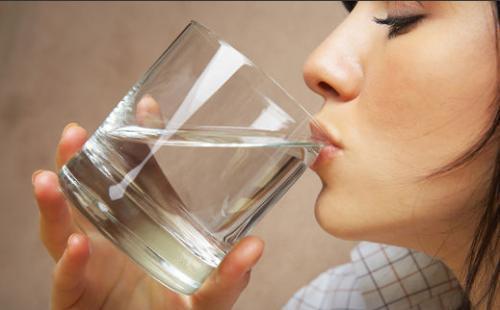 晨起空腹饮水,怎样喝更健康?(转载)