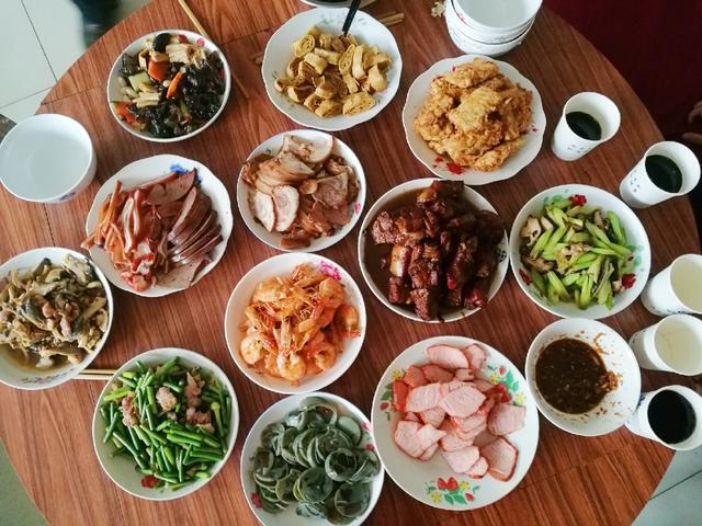 曬曬婆婆家的年夜飯,12道菜,葷素搭配有營養,簡單好吃有味道_家常