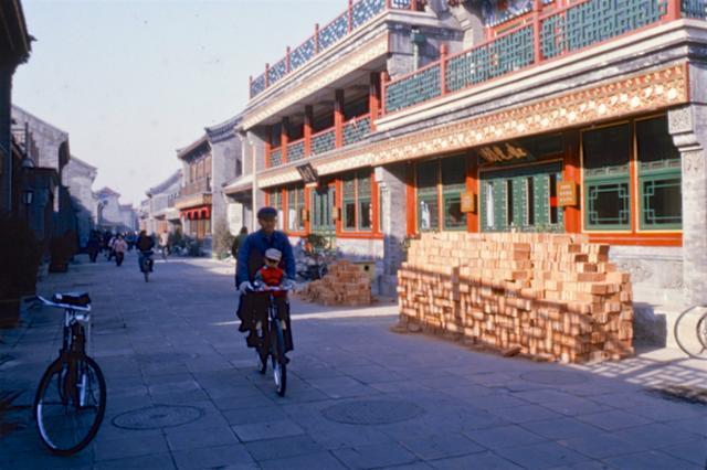 北京生活1986年,國外游客鏡頭下的胡同_琉璃廠