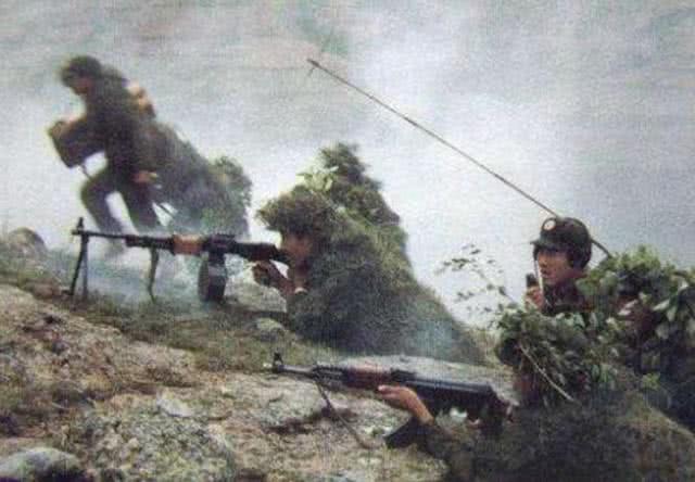 解放軍2個營攻擊天險山谷,激戰7小時殲滅越軍148人_火力