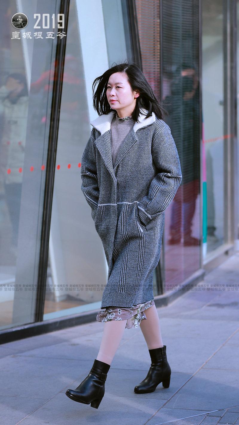 這個冬天北京的氣候對美眉來說還真是不錯,北京美女寒冬依然俏麗_時尚