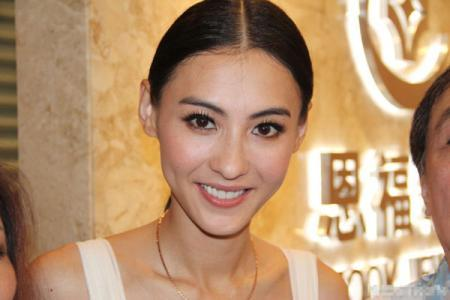 张柏芝深夜晒婚纱照并非要结婚,而是个人品牌婚纱头饰。