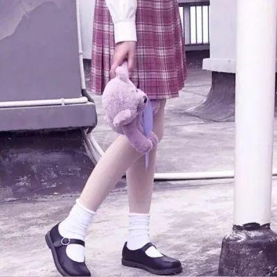 女生头像 | 部位短裙女头