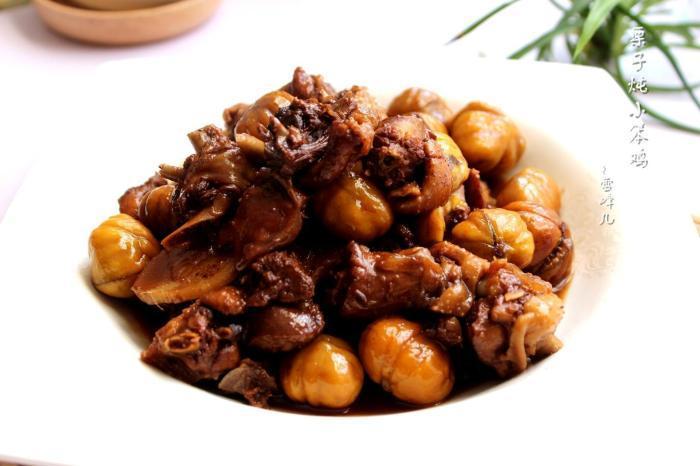 板栗與雞一起炒, 更加補腎益氣。營養健康美食哦_小火