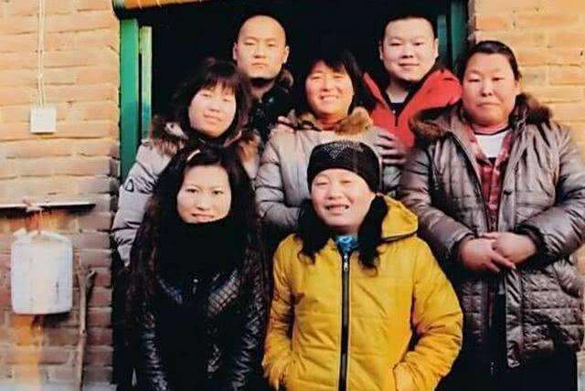 岳云鵬一家全是臉,賈靜雯一家全是眼,他們一家最搞笑!_家人