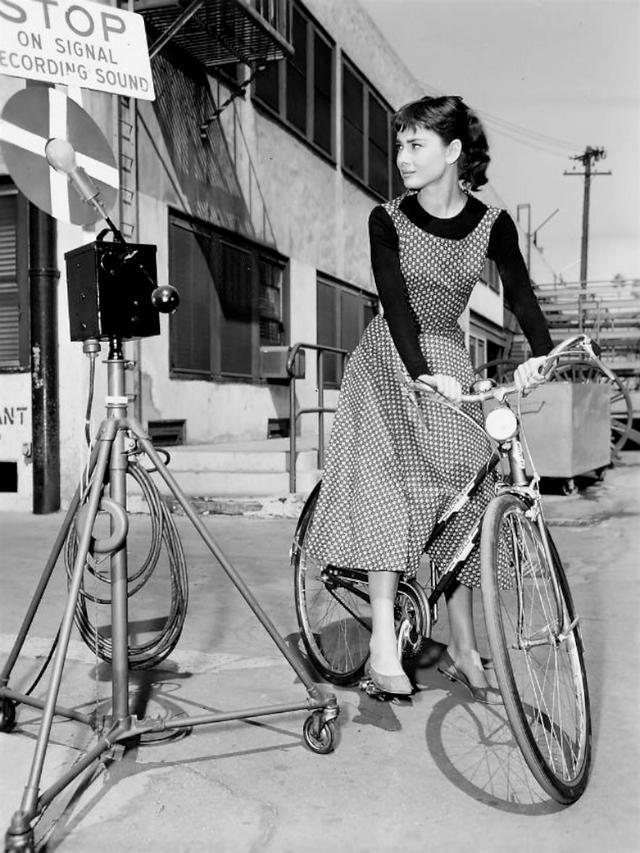 优雅的女人,奥黛丽·赫本与自行车
