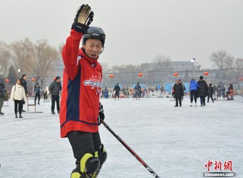 【体育广角镜】侃大山飙英文 北京老炮儿的冰上人生