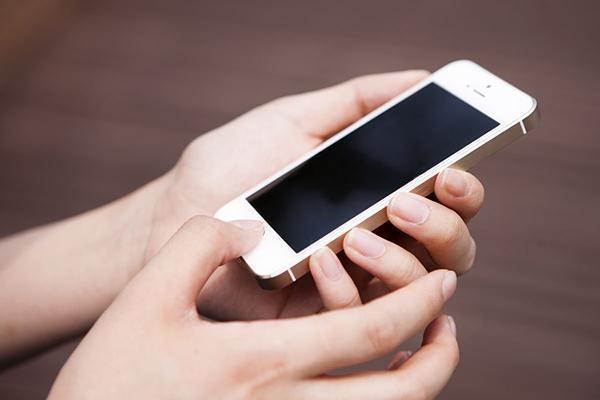 每个人的手机里都藏有秘密,你允许别人看自己的手机吗?