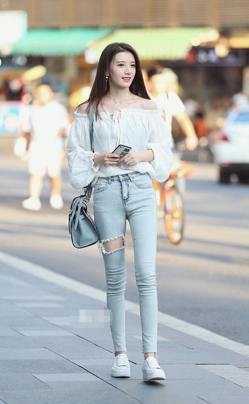 秀丽女性网 简单的服装搭配,更加适合现在的年轻的女生