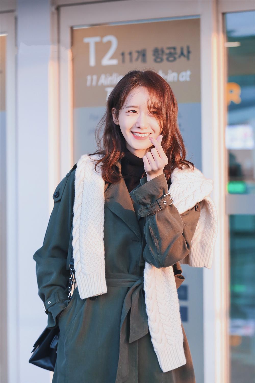 芳芳服饰)10月28日牦牛绒大衣特价990元9件一份不
