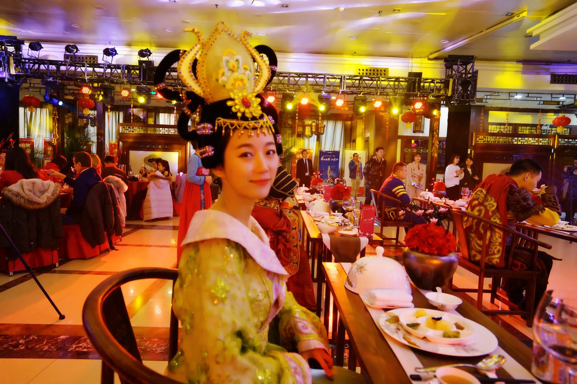 这个年过的与以往大不相同,年夜饭吃出了皇家范