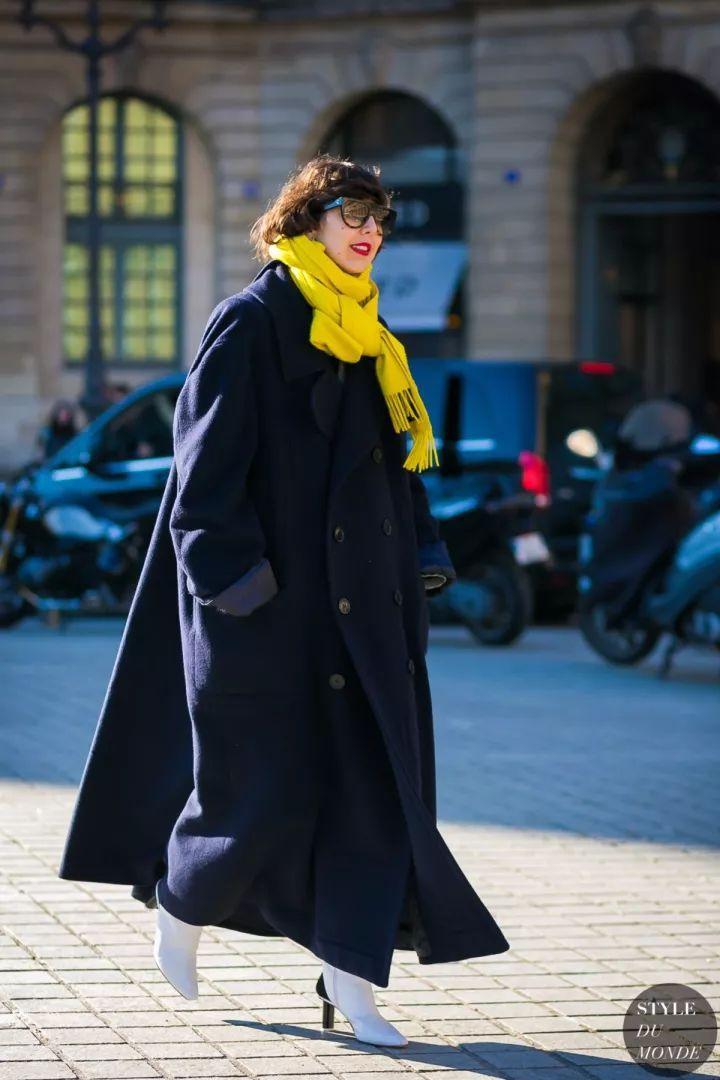 什麼顏色的大衣就搭什麼圍巾,這才是最實用的穿搭法! 形象穿搭 第30張
