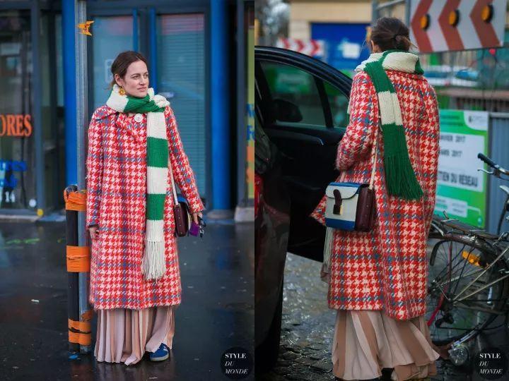 什麼顏色的大衣就搭什麼圍巾,這才是最實用的穿搭法! 形象穿搭 第49張