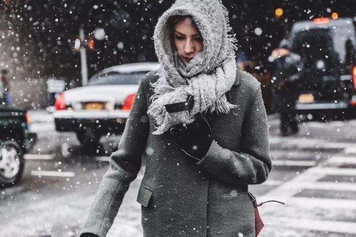 什麼顏色的大衣就搭什麼圍巾,這才是最實用的穿搭法! 形象穿搭 第11張