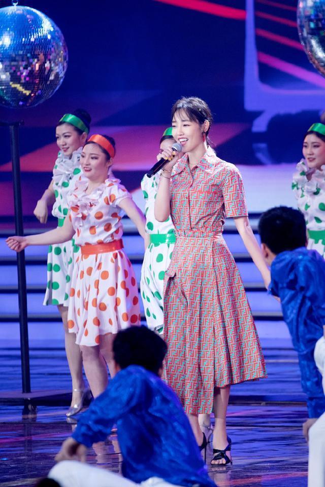 白百何终于高调一回,7千8衬衫配1万2花式裙,黄脸婆秒变气质女神
