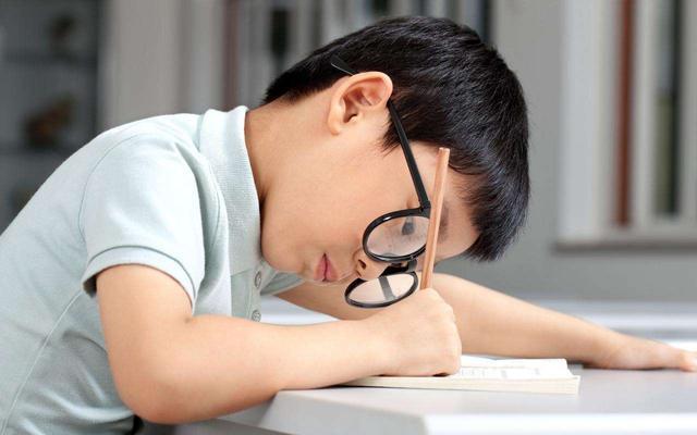 4道测试题,小学生觉得简单,大学生却说:知识已经还给老师了!