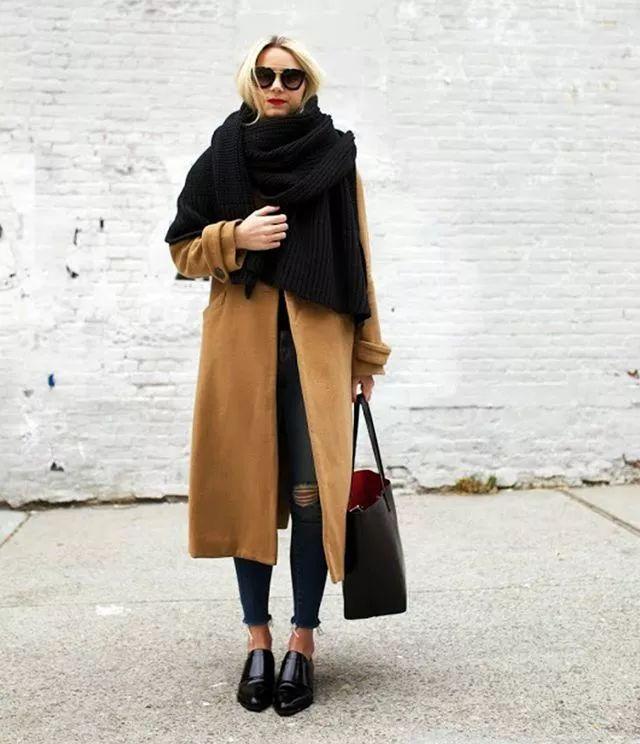 什麼顏色的大衣就搭什麼圍巾,這才是最實用的穿搭法! 形象穿搭 第16張