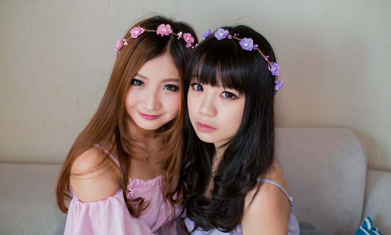妹妹色_凤栖阁:气质美女-淡紫色的姐姐和粉红色的妹妹!