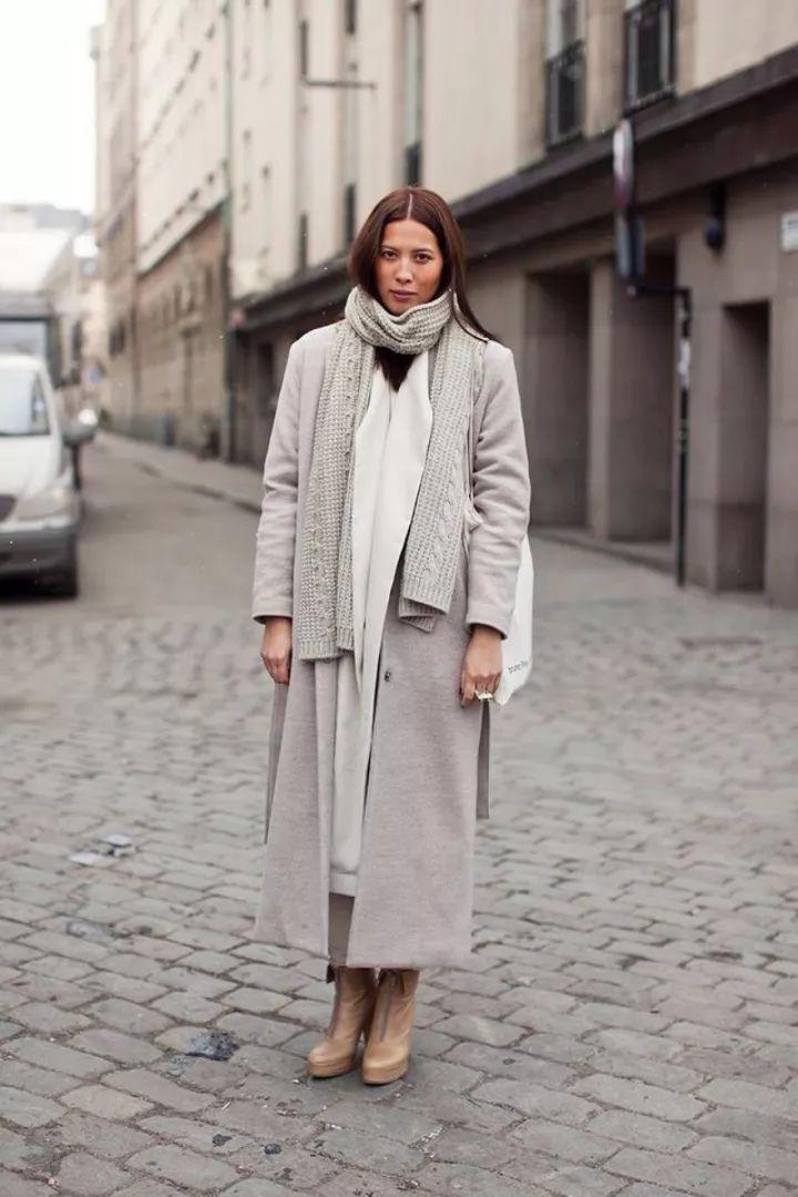 什麼顏色的大衣就搭什麼圍巾,這才是最實用的穿搭法! 形象穿搭 第24張