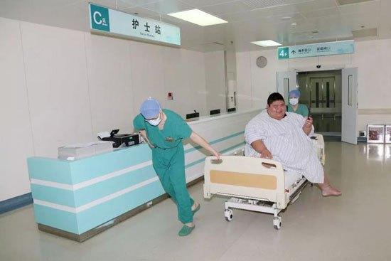 山东小伙王浩楠半年减重284斤 健身房收获爱情