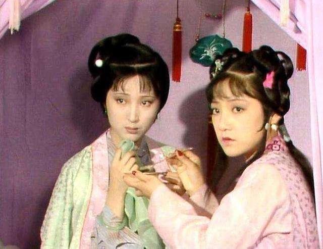 王熙凤带人抄检大观园时,为什么黛玉宝钗探春反应截然不同?