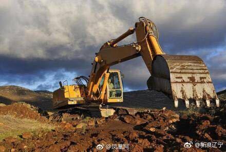 沈阳一工人工作时掉进深坑 老板连铲两车土把人埋了
