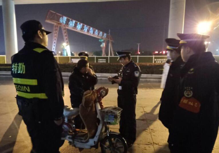 """武汉警方抓获非法""""拉客""""等违法犯罪人员121名"""