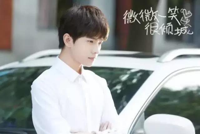 杨洋否认与乔欣恋情绯闻女友传闻不断杨洋到底中意哪一款?