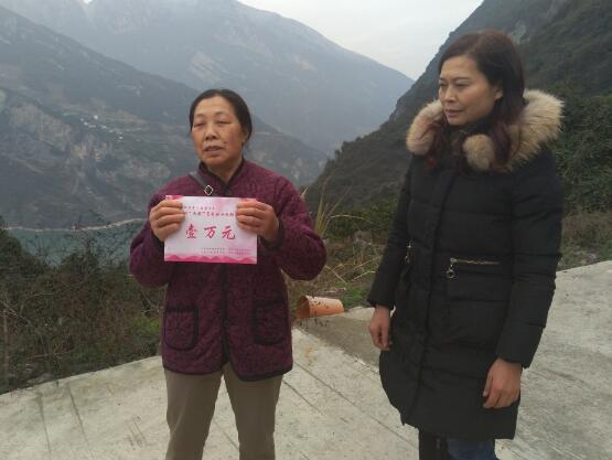 湖北省秭归县屈原镇人大主席节后慰问暖人心