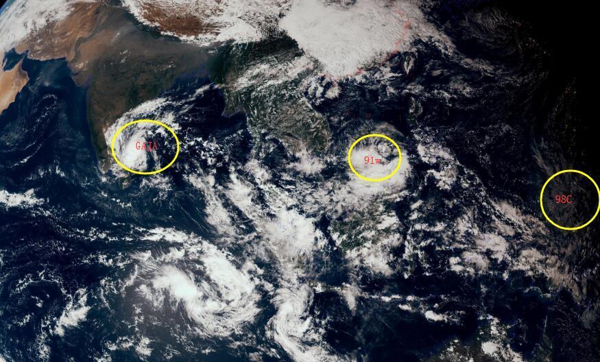 """98C跨海胚胎""""冻不死"""",或将生成27号台风,进入南海还是北上?"""