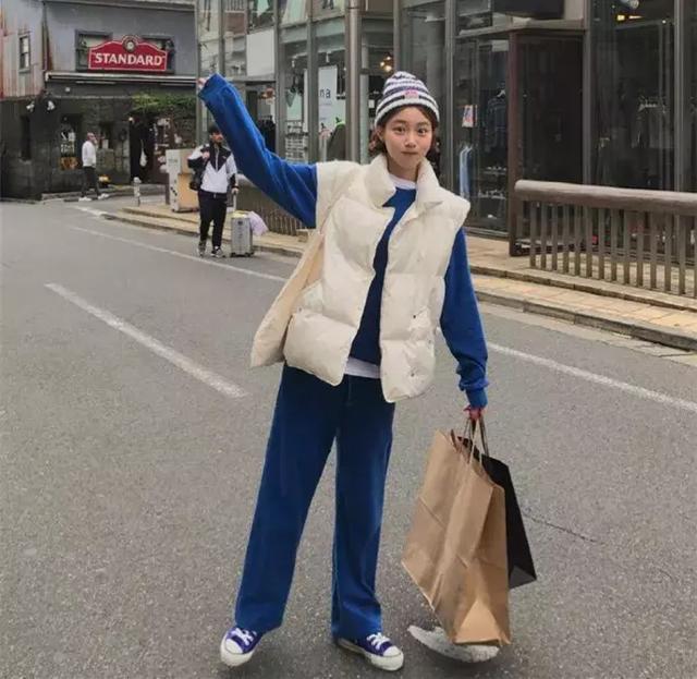 绚丽时尚网 推荐:原创时尚小姐姐的早春穿衣经,气质又迷人