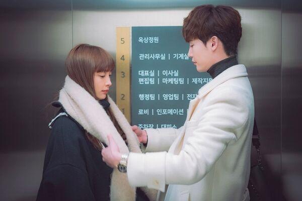 """""""罗别""""李钟硕李奈映,下班路上的甜蜜时刻...令人心跳不已的电梯对视_姜丹"""