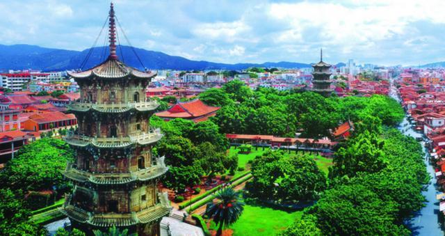 """古代被誉为""""东方第一大港"""",又称鲤城,""""海滨邹鲁""""、""""光明之城"""""""