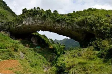 我国最久的天生桥,距今2亿多年,被称为天下奇观