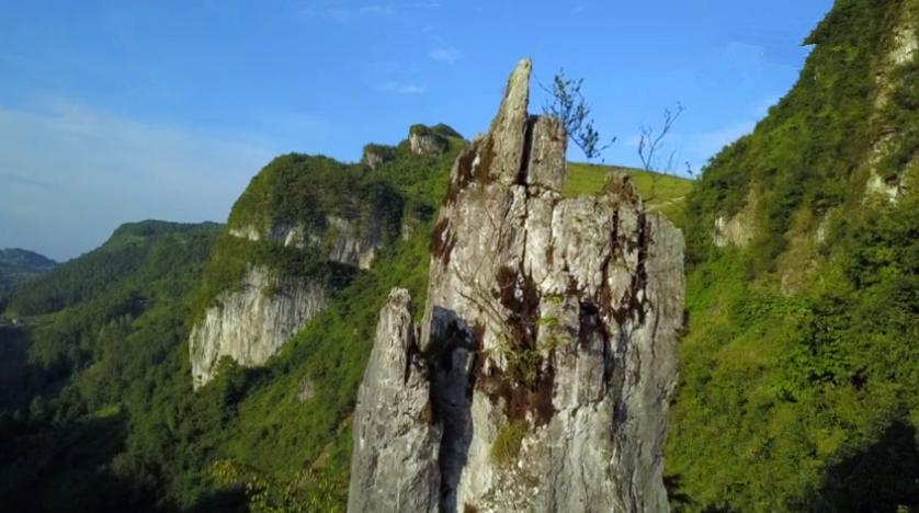 贵州发现一山体手掌,像西游记的五指山,孙悟空是被压在这里吗