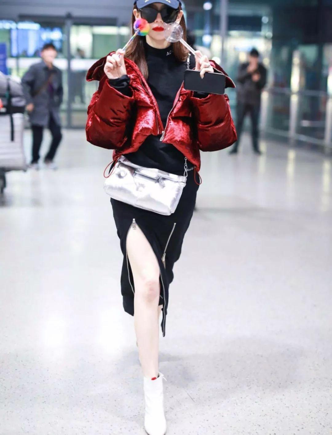 戚薇的机场照看的人太难受了,永远都是在硬凹,看着很尴尬!