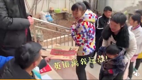 河南洛阳小伙_河南洛阳小伙给孩子们准备的礼物别出心裁,做父母的可以借鉴