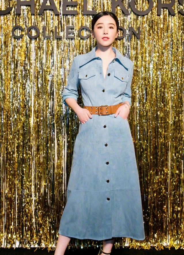 一条简单的连衣裙怎么搭出魅力,学阚清子加条腰带,气质绝了!